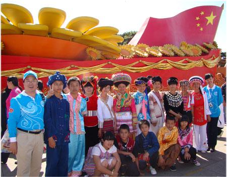 我校15位少数民族学生参加国庆60周年庆典彩车游行总结